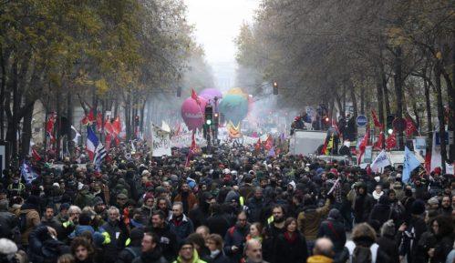 Desetine hiljada ljudi na ulicama Francuske protiv reforme penzija 3