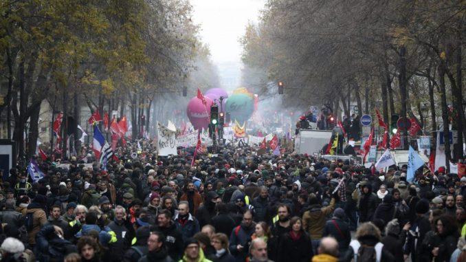 Desetine hiljada ljudi na ulicama Francuske protiv reforme penzija 1