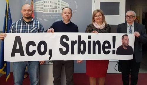 """Skupštinu grada Niša """"prekinuo"""" transparent podrške Obradoviću 9"""