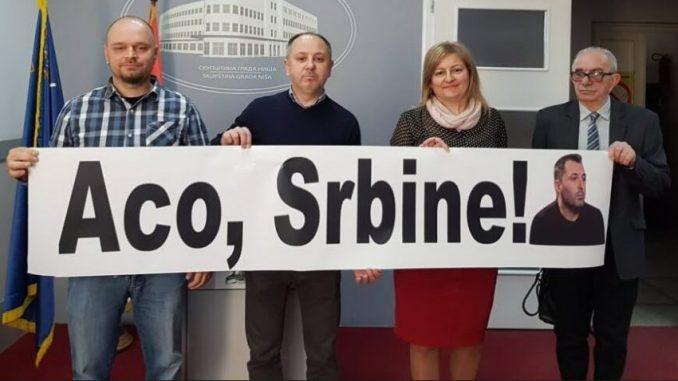 """Skupštinu grada Niša """"prekinuo"""" transparent podrške Obradoviću 2"""