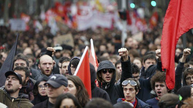 U Francuskoj 249.000 ljudi protestuje zbog reforme penzija 4