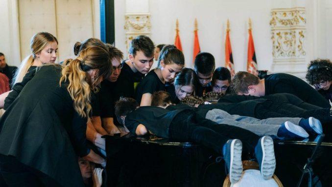 Novi Sad: I zvanično oboren Ginisov rekord u broju ljudi koji sviraju na klaviru 4