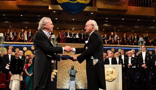Švedski kralj uručio Handkeu Nobelovu nagradu 13