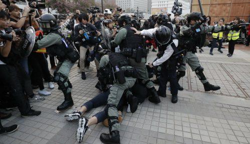 Policija u Hongkongu ispalila suzavac na demonstrante 5
