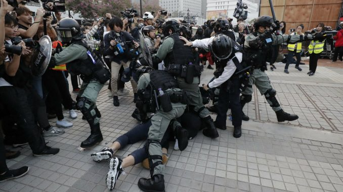 Sukobi policije i demonstranata u Hongkongu 4