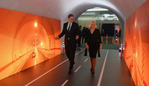 Vučić otvorio izložbu o infrastrukturi 1