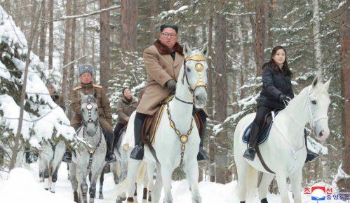 Kim na belom konju na vrhu svete planine, kao i uvek pred velike odluke 9