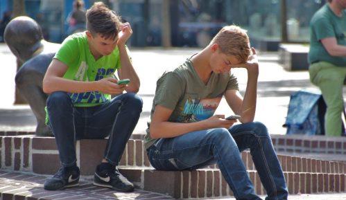 Fejsbuk 2019. godinu završio sa dve i po milijarde korisnika 10