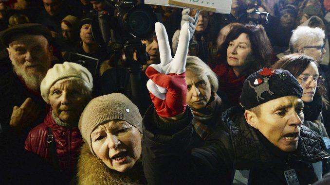 Protesti u Poljskoj zbog zakona koji preti narušavanju podele vlasti 4