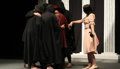 Štićenici vaspitno popravnog doma u Kruševcu izveli predstavu u Domu omladine 6