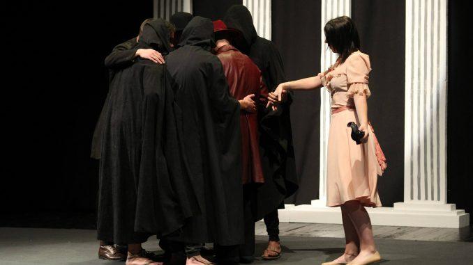 Štićenici vaspitno popravnog doma u Kruševcu izveli predstavu u Domu omladine 1