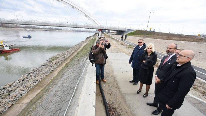 Otvorene pristupne saobraćajnice Žeželjevom mostu u Novom Sadu 1