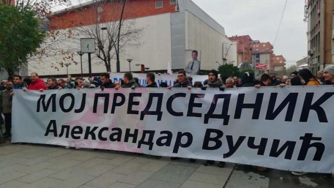 Hiljadu članova SNS u Vranju protestovalo zbog crtanja mete na liku Vučića 1