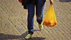 Trgovci još ne znaju čime da zamene plastične kese 2