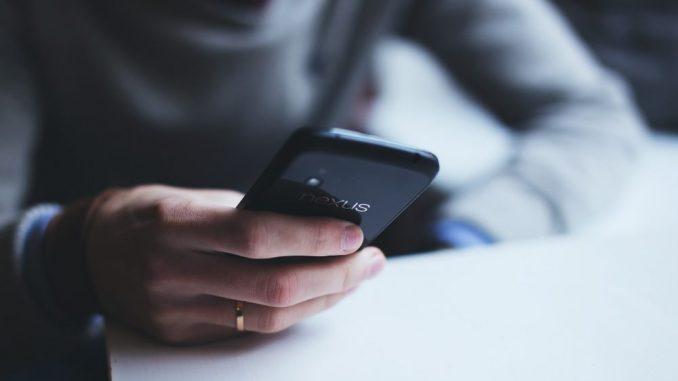 U Srbiji 30 odsto zaposlenih u firmama koristi službene telefone ili druge uređaje 2