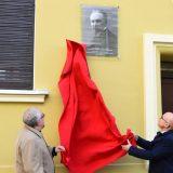 Otkrivena spomen-ploča Slobodanu Jovanoviću na rodnoj kući u Novom Sadu 5