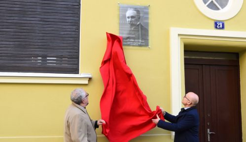 Otkrivena spomen-ploča Slobodanu Jovanoviću na rodnoj kući u Novom Sadu 1