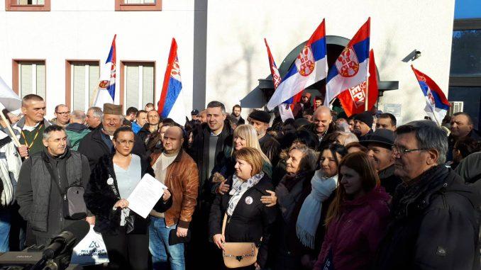 Prvih pet sati blokade RTS-a bez incidenta, SZS ne dozvoljava ulaz u zgradu (FOTO/VIDEO) 3