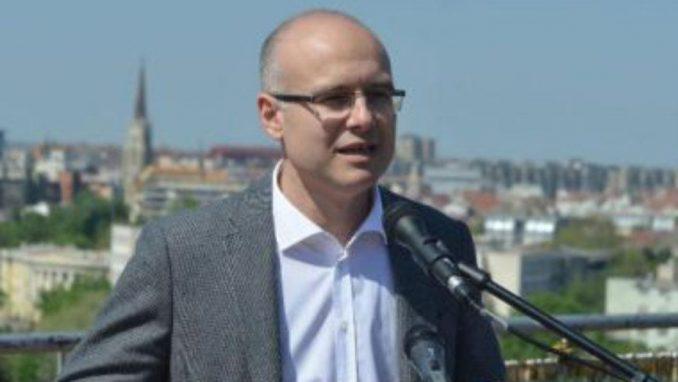 Gradonačelnik Novog Sada podnosi prijavu protiv Vučića zbog Jovanjice 3