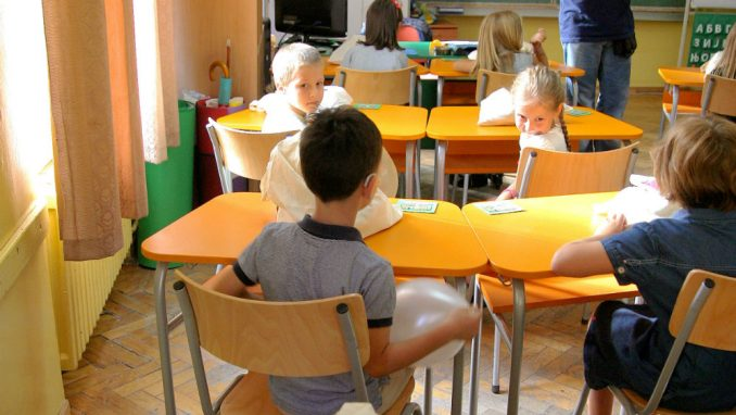 Srpske škole u PISA ogledalu - izostanci, manjak kompjutera, lošije opremljene učionice 2