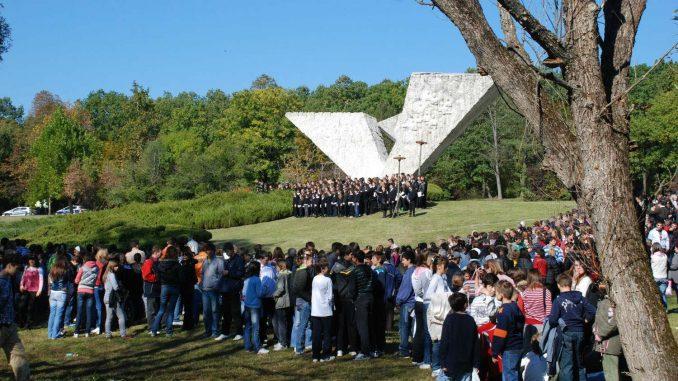 """Dan sećanja na žrtve Holokausta u Muzeju """"21. oktobar"""" u Šumaricama 3"""