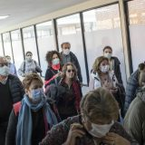Ministar zbog korona virusa pozvao Francuze da se ne ljube 4