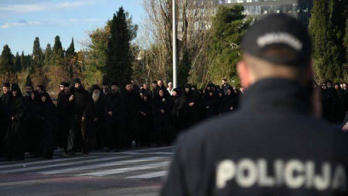Deset osoba uhapšeno, tri policajca povređena u incidentima u Podgorici 2