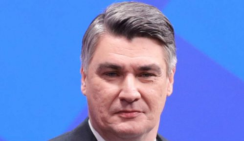 Predsednik Hrvatske osudio karnevalsko paljenje lutke gej para s detetom 3
