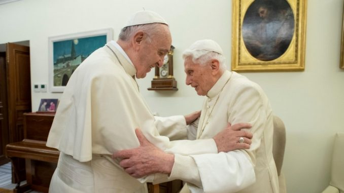 Katolička crkva i oženjeni sveštenici: Šta penzionisani papa misli o tome 3