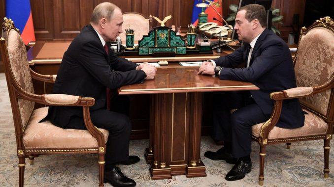 Medvedev podneo ostavku i raspustio vladu - Putin menja ustav Rusije 4