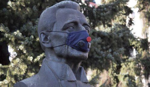 Zagađenje vazduha i Smederevo: Aktivisti stavili maske znamenitim ličnostima 15