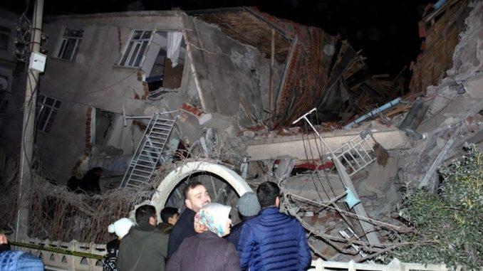 Zemljotres u Turskoj: U rušenju zgrade poginula najmanje 21 osoba 4