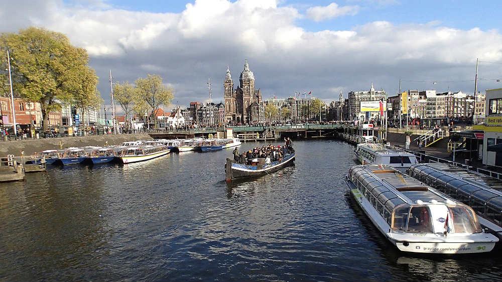 Poznati novinar koji je teško ranjen u centru Amsterdama bori se za život 1