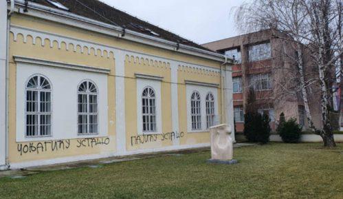 Uvredljivi grafiti na znamenitim šabačkim zgradama 33