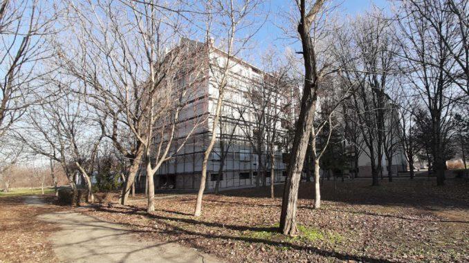 Prva zgrada u Zrenjaninu na kojoj se postavlja izolacija i obnavlja fasada 1