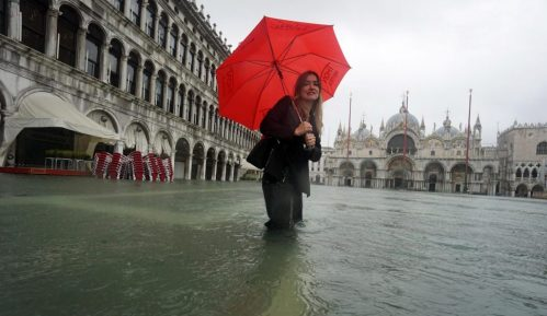 Zbog visoke plime Venecija prvi put podigla mehaničke barijere 1