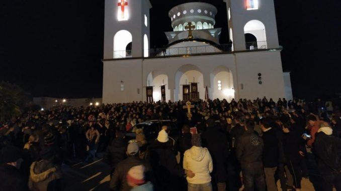 Ko je uključen u organizovanje skupova podrške u Srbiji protestantima u Crnoj Gori? 1