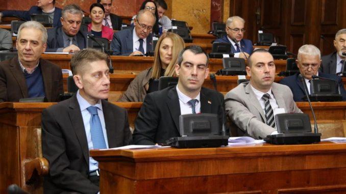 Poslanici nastavili rad, na početku pitanja o Kosovu, turizmu i radikalima 1