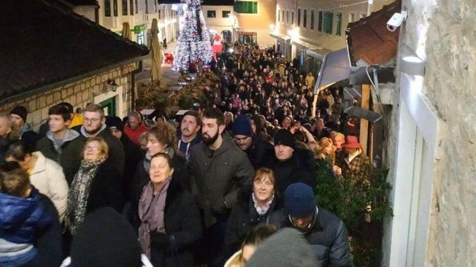 Hiljade vernika i drugih građana protestovale širom Crne Gore 4