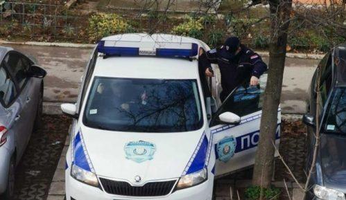 Krov nad glavom: Nakon neuspešnog iseljenja, policija čeka aktiviste da im napiše kazne 12