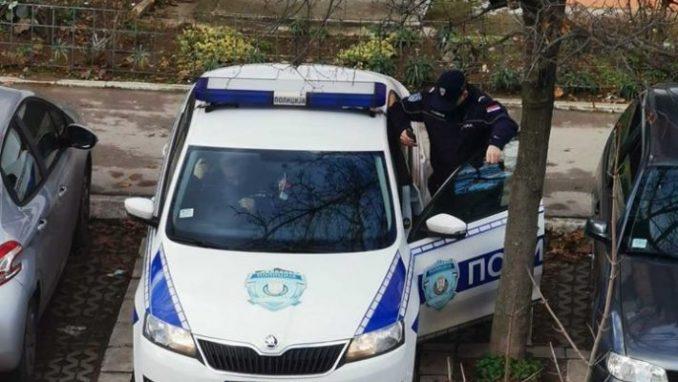 Krov nad glavom: Nakon neuspešnog iseljenja, policija čeka aktiviste da im napiše kazne 4