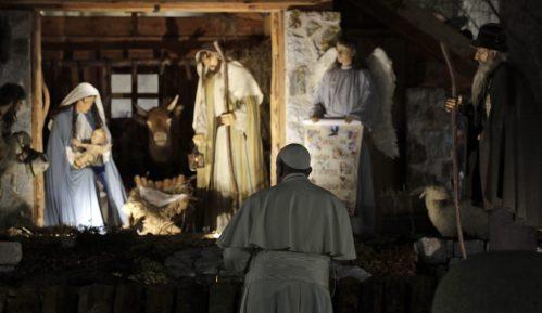 Hiljade internet pregleda naglog stiska papine ruke na Trgu svetog Petra 13