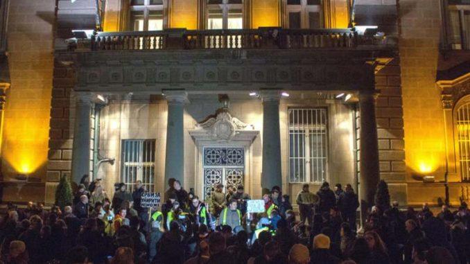 Jedan od pet miliona: Vučić krši Ustav i ponaša se kao diktator (VIDEO) 1