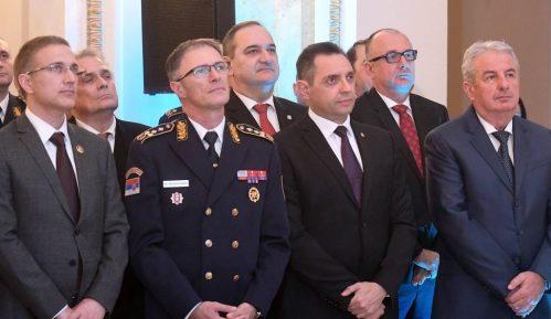 Vulin uručio Vojne spomen-medalje Andriji Mandiću i Danilu Lekoviću 1