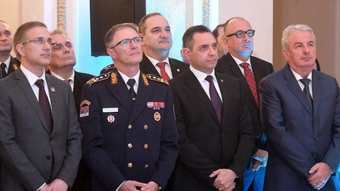Vulin uručio Vojne spomen-medalje Andriji Mandiću i Danilu Lekoviću 3