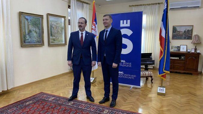Ambasador SAD posetio Šabac, raduje ga što se čuju različita mišljenja 1