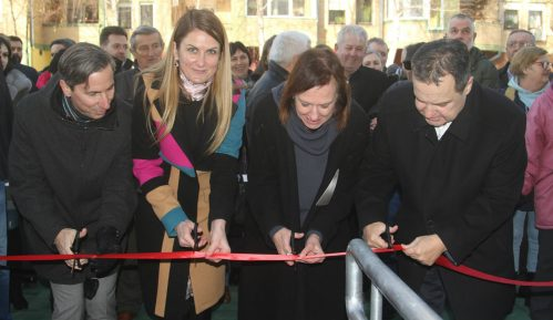 Dačić dodelio ključeve 40 stanova za izbeglice u Somboru 14