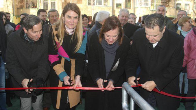 Dačić dodelio ključeve 40 stanova za izbeglice u Somboru 2