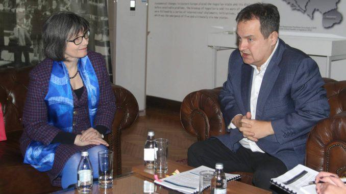 Dačić i britanska ambasadorka izrazili spremnost za unapređenje odnosa 4