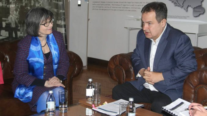 Dačić i britanska ambasadorka izrazili spremnost za unapređenje odnosa 3